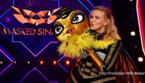"""Zum Auftakt der dritten Staffel der ProSieben-Show """"The Masked Singer"""" wurde gestern Abend die erste Maske gelüftet. Unter dem Kostüm der """"Biene"""" verbarg sich Schauspielerin Veronica Ferres. (Foto: ProSieben/Willi Weber)"""