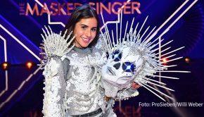 """Viele Fans von """"The Masked Singer"""" hatten Sarah Lombardi hinter dem """"Skelett"""" vermutet. Tatsächlich lüftete die Entertainerin am frühen Mittwochmorgen diese Maske und ging als Siegerin aus Staffel 3 der ProSieben-Musikshow hervor. (Foto: ProSieben/Willi Weber)"""
