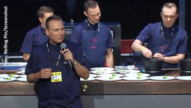 """Eine Masterclass mit Zwei-Sterne-Koch Tim Raue, mitgeschnitten bei den Chefdays in Berlin, gehört zum E-Learning-Programm, das die Zeitschrift """"Rolling Pin"""" ab sofort kostenlos anbietet. (Foto: Rolling Pin/Screenshot)"""