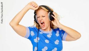 """Entertainerin Barbara Schöneberger ist morgen Stargast bei den Lokalrundfunktagen, die in diesem Jahr als """"Online-Special"""" durchgeführt werden. Dabei geht's auch um die erfolgreiche Entwicklung von Schönebergers Audio-Plattform barba radio. (Foto: Yves Sucksdorff)"""