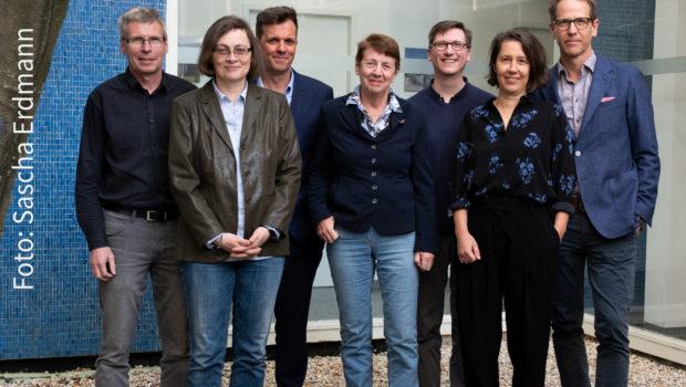 Jörg Magenau, Daniela Strigl, Alf Mentzer, Margarete von Schwarzkopf, Björn Lauer, Petra Hartlieb und Hauke Hückstädt bilden in diesem Jahr die Jury des Deutschen Buchpreises. Heute haben sie die Longlist der Nominierten vorgelegt. (Foto: Sascha Erdmann)