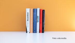 Der Kreis der Preisanwärter für den Deutschen Buchpreises 2020 ist kleiner geworden. Heute hat der Börsenverein des Deutschen Buchhandels die Shortlist mit sechs nominierten Romanen veröffentlicht. (Foto: vntr.media)