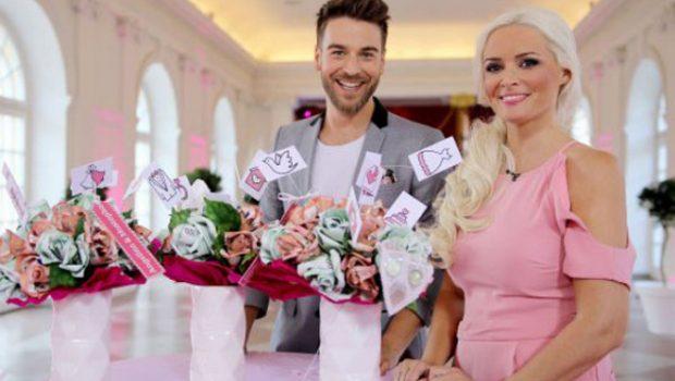 """Daniela Katzenberger und Eric Schroth präsentieren ab Donnerstag um 20:15 Uhr bei RTL II das Reality-Format """"Traumhochzeit zum Schnäppchenpreis"""". (Foto: RTL II)"""
